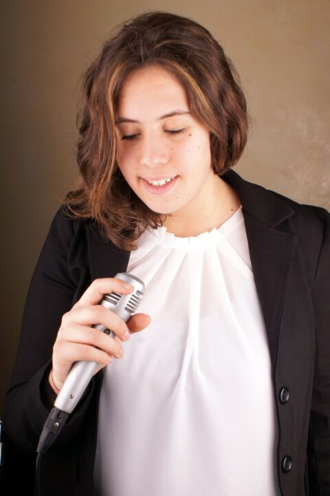 Sue-Bond-singing-teacher