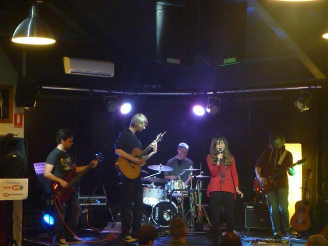 marnie-purssell-with-band-at-woombye-pub